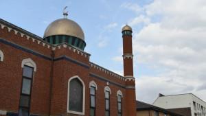 Masjid tempat Khan beribadah