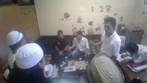 BAP - Massa aksi langsung mendatangi Polres Cirebon untuk membuat laporan guna diproses secara hukum.