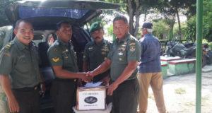 Korem 051/Wkt Berikan Bantuan Sembako Kepada Korban Banjir
