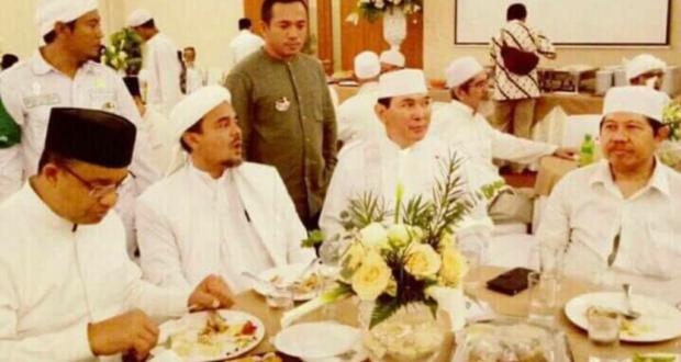 Viral..!! Foto Habib Rizieq, Anies Cagub DKI & Tommy Soeharto Makan Bareng