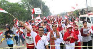 Rayakan HUT RI ke-72, Warga Karang Sari Adakan Kirab 5000 Bendera Merah Putih