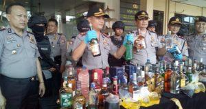 Sebanyak 2.207 Botol Miras & 447 Tuak Disita Polisi Tasik Kota
