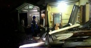 Puting Beliung Sikat Abis Atap 30 Rumah di Cimahi
