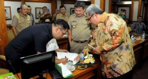 Aher Hitung-hitungan Tipping Fee Legok Nangka Bersama Bupati/Walikota