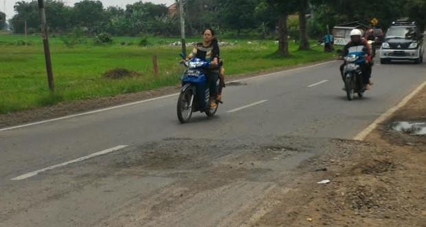 Baru Diperbaiki 2 Bulan Lalu, Jalan Provinsi di Subang Rusak Lagi