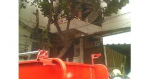 Padamkan Api yang Melahap Jaya Plaza, Damkar Kerahkan 10 Mobil