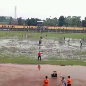 INILAH suasana saat pertandingan Persibas vs Persika, Minggu (8/5) sore.