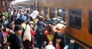 Pemudik Serbu Stasiun, Operasional KA Tambahan di Cirebon Diperpanjang