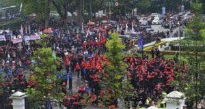 Buruh Demo Tuntut UMP Naik, Gubernur Jabar Konsultasi ke Pusat