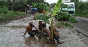 Ribuan Lubang Hiasi Pantura Cirebon, Begini Kata DPU-PR