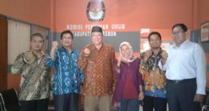 Ada Apa? Suhu PDIP Sedang Hot, Sutrija Datangi KPU Kab Cirebon