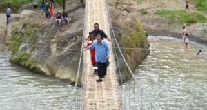 Wagub Demiz Tinjau Jembatan Rawayan Penghubung Garut – Cianjur