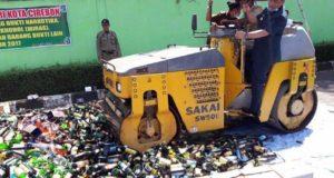 Walikota Cirebon Gilas Ribuan Botol Miras