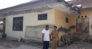 Kudukeras Rehab Gapura & Balai Desa