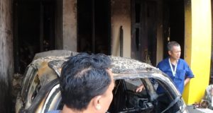 Mobil Yang Tengah Terparkir di Garasi Rumah Mendadak Terbakar