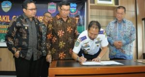 "15 Kota Kabupaten Di Jabar Raih Penghargaan Wahana Tata Nugraha, Kab Cirebon ""Gigit Jari"""