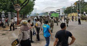 Gara-Gara Tertahan Saat Unras, Bentrok Antar Ormas Meletup di Bekasi