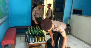 Razia Pekat, Polisi Sita Puluhan Botol Miras Berbagai Merk