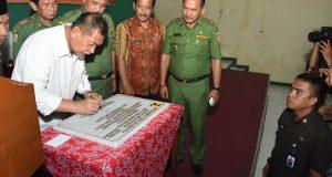 Demiz Resmikan Ipal Komunal Sanimas Desa Tanjunganom