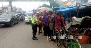 Unit Dikyasa Lakukan Binluh di Pinggir Jalan Pasar Baru Cikarang