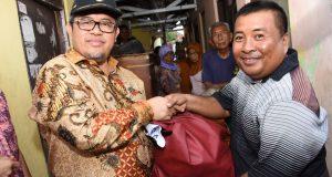 Aher Temui Warga Cirebon yang Terdampak Banjir