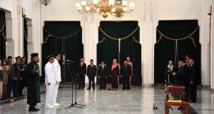 Aher Lantik Penjabat Bupati Purwakarta dan Kota Bekasi