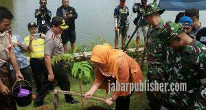 Penanaman Sejuta Pohon Sukun dan Deklarasi Anti Hoax Bersama 3 Pilar