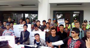 Tuntut Ganti Rugi, Warga Terdampak Proyek PLTA Demo PLN & DPRD Jabar