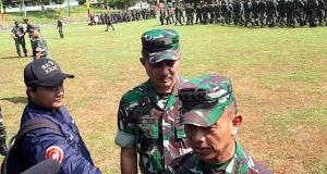 Kasad Jendral TNI Mulyono Serahkan Langsung Piala Bergilir Ton Tangkas