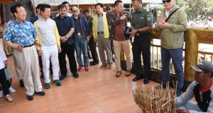 Angklung dan Celempung Sambut Gubernur Kim di Gunung Tangkuban Parahu