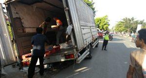 Diduga Proyek Pekerjaan PDAM Kota Cirebon Yang Asal-asalan, Truk Tronton Jadi Terperosok