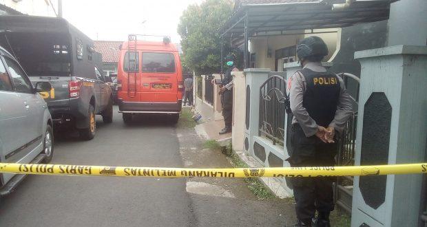 Densus Amankan Satu Warga dan Geledah Dua Rumah Diduga Terkait Terorisme